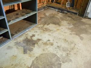 1-1Original_Dylan-Eastman_Garage-Floor-before.jpg.rend.hgtvcom.301.226