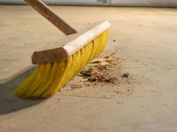 5Original_Dylan-Eastman_Garage-Floor-sweep.jpg.rend.hgtvcom.616.462