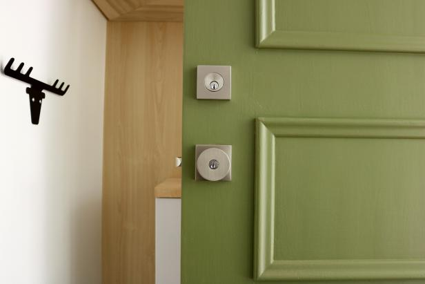 7Original-Emily-Fazio_paint-front-door_new-hardware.JPG.rend.hgtvcom.616.411