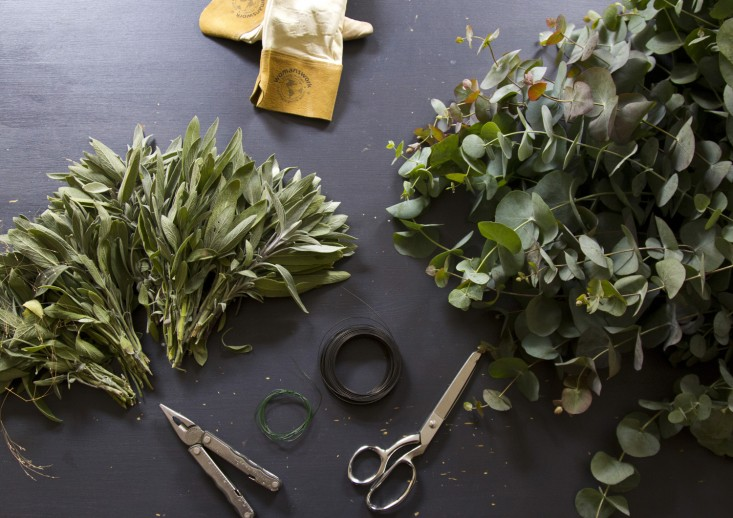 eucalyptus-and-sage-wreath-erin-boyle-gardenista-2