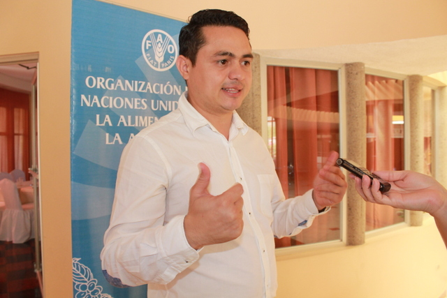 Farmer Rafael Núñez told Central American visitors how the banking system mistreats small farmers in Honduras, and how the introduction in their municipality, San Antonio de Flores, of a financial centre for development which the FAO is testing in two depressed areas in the country, has improved their lives.  Credit: Thelma Mejía/IPS