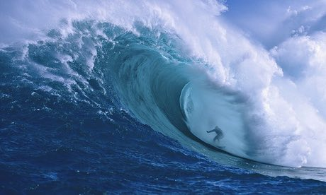 Surfer-at-Peahi-Bay-on-Ma-012